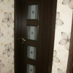 Nasze realizacje I Drzwi wewnątrz budynku w kolorze palisander